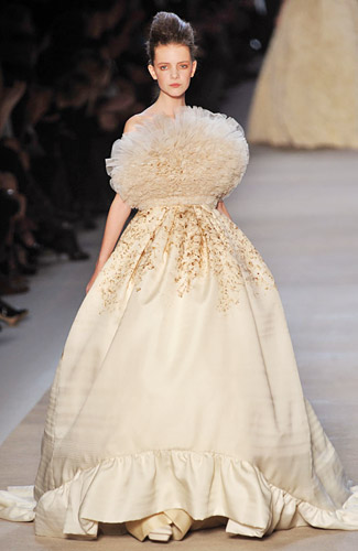 On the runway (Giambattista // Spring 2009)